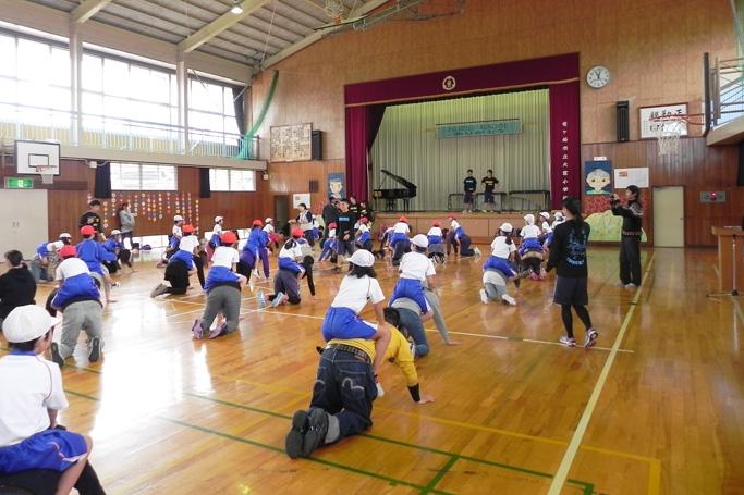 「親子ふれあい体操」を開催(リーダー実習)