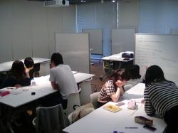 授業紹介【保育課程論】 様々な保育のあり方を学ぶ4年生