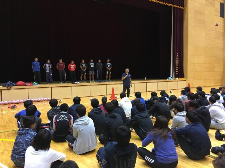 スポーツコミュニケーション学科合同ゼミでタグラグビー講習会を実施しました(1)