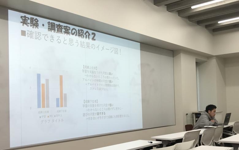 """3年ゼミで卒論""""案""""の発表会"""