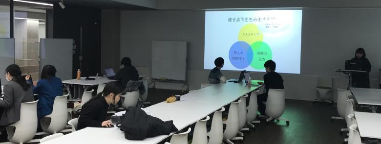 浮気のメカニズムって?:4年佐藤ゼミで卒業論文の発表練習