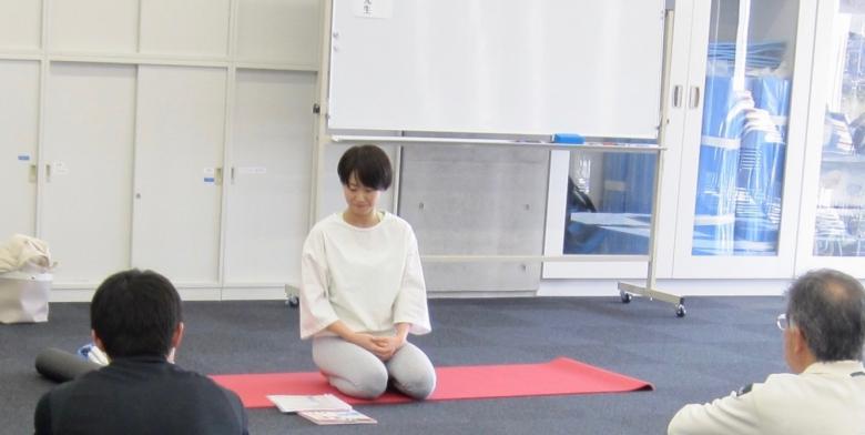学生相談室主催年次イベント「ストレスを流そう!心と体がフワッと軽くなる 身体を感じるめぐりヨガを開催しました