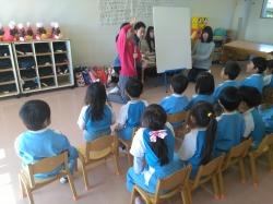 保育実習で子育て支援体験(クリスマス会での発表)