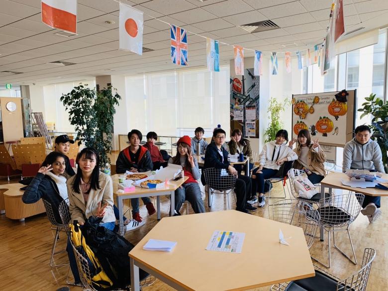 2年澤海ゼミの活動① ~毎年恒例ハロウィンパーティーで英語学習~